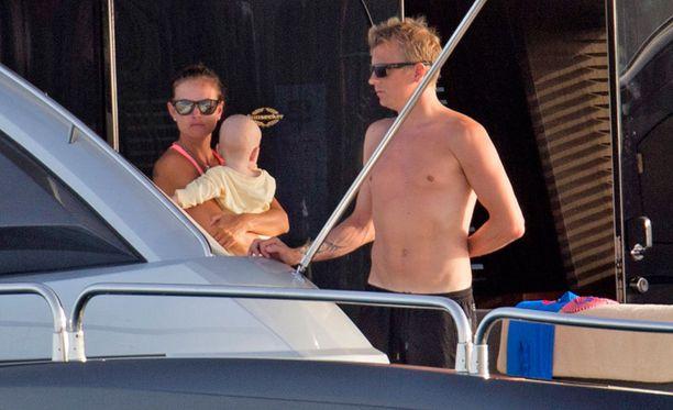 Kimi ja Minttu ovat pitäneet yhtä pari vuotta. Torstaina pari bongattiin Ibizalta veneilemästä.