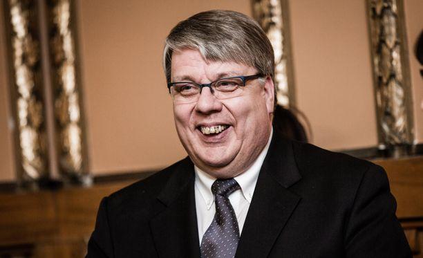 Nykyinen pääjohtaja Antti Vehviläinen on hakenut Liikenneviraston pääjohtajan paikkaa.