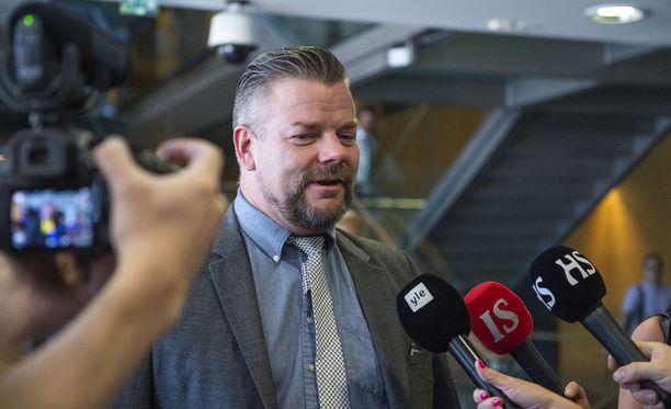 Sillanpää avasi ensimmäisen kerran julkisesti taustojaan Rautiomäkeen huhtikuussa EVS-ohjelmassa.