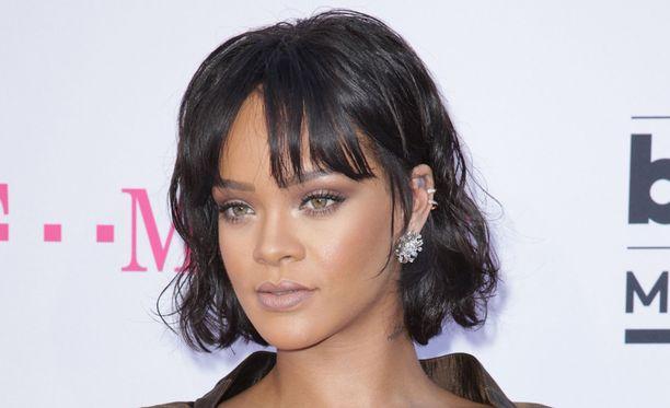 Rihanna esiintyi tunteikkaana Dublinissa.