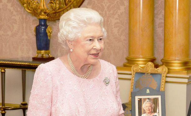 Kuningatar Elisabet II on rikas nainen.