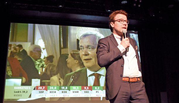 """Rockklubi Tavastian lavalle noussut Ville Niinistö muistutti, että vihreiden historiallisen kovat ennakkoäänet antava aihettä """"vihreään kevääseen"""", vaikka Helsingin herruus ja pormestarin paikka eivät toteutuneetkaan."""