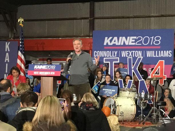 Senaattori Tim Kaine puhui kannattajilleen Virginiassa sunnuntaina.