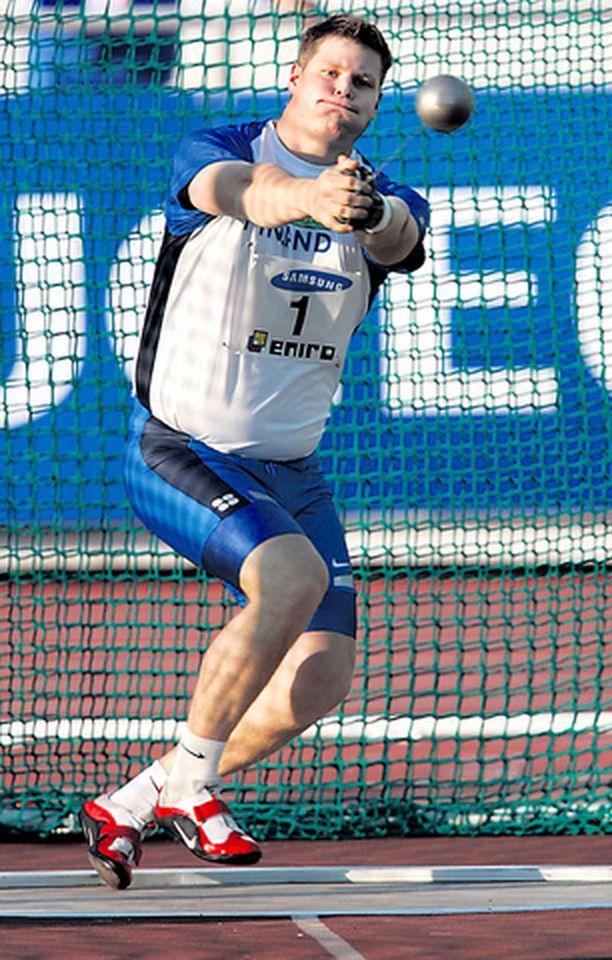 Olli-Pekka Karjalainen johti lauantaina Ruotsi-ottelussa Suomen miehet moukarin kolmoisvoittoon.