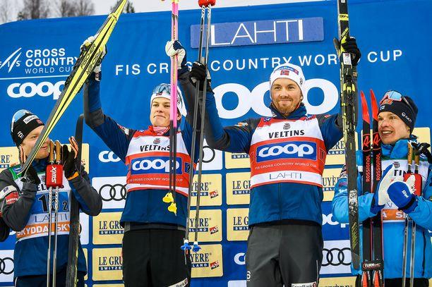 Johannes Kläbo (vas.) ja Emil Iversen tuulettivat Lahden maailmancupin pariviestin voittoa muutama viikko sitten.