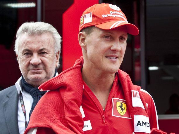 Willi Weber (vasemmalla) oli tärkeimpiä taustavoimia Michael Schumacherin huimalla kilpa-autoilu-uralla. Kaksikko teki yhteistyötä 20 vuoden ajan.