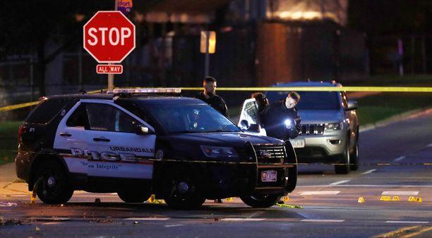 Kaksi poliisia ammuttiin partioautoihinsa varhain keskiviikkoaamuna Iowassa.
