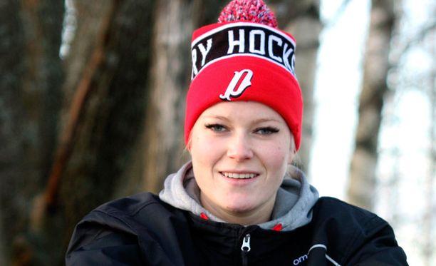 Suomen joukkueen maalivahti Noora Räty lähtee MM-kisojen jälkeen valmentamaan naismaalivahteja Yhdysvaltoihin.