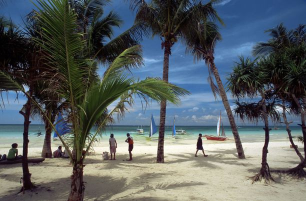 Valkoisesta kilometrien mittaisesta hiekkarannastaan sekä turkoosista ja kristallinkirkkaasta vedestään tunnettu, useita matkailualan tunnustuksia voittanut Boracay on sulku-uhan alla.
