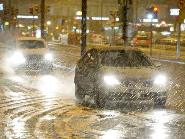 Talvi yllättää taas pian autoilijat.