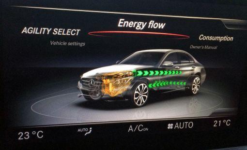 Päästövaatimukset pakottavat autonvalmistajat miettimään sähköisiä vaihtoehtoja.