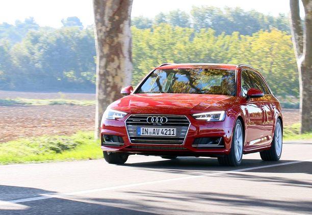 Audi A4 Avant etenkin nelivetoisena quattrona tarjoaa kuskille ajamisen hauskuutta.