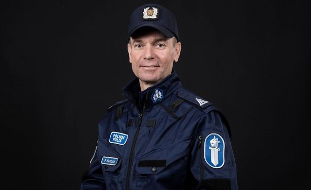 Pasi Kangasta jäävät kaipaamaan monien muiden lisäksi työkaverit Pohjanmaan poliisilaitokselta.