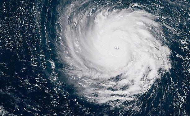 Florence kerää voimia lämpimällä Atlantilla.
