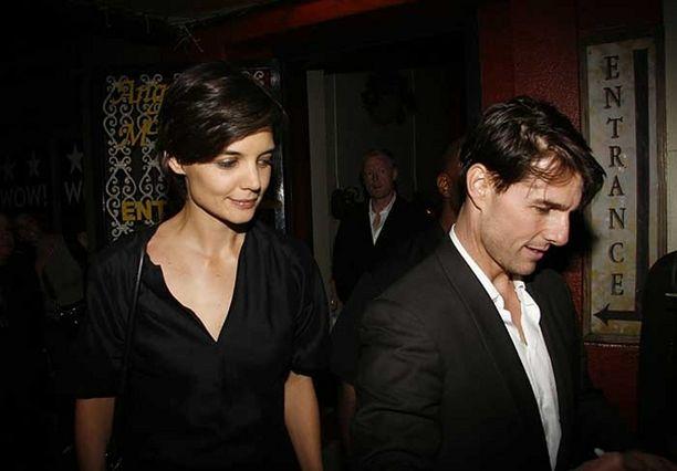 Katie Holmes ja Tom Cruise kauhistuivat uhkauksista.