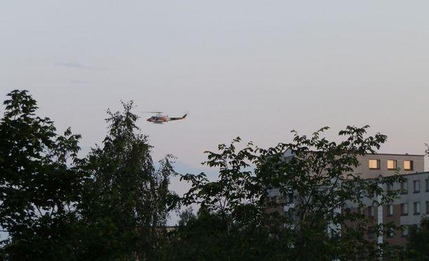 Poliisioperaatio herätti useiden Iltalehden lukijoiden huomion. Erityisesti alueella kierrellyt helikopteri herätti kiinnostusta.