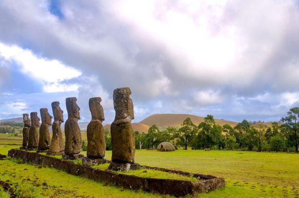 Moai-patsaat ovat Pääsiäissaaren symboli.