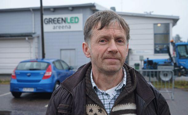 Erotuomari Jyrki Kivelä kertoi kiekkoisän väkivallasta Iltalehdelle viime marraskuussa..