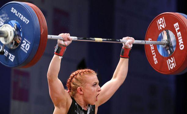 Anni Vuohijoki nosti kevään EM-kisoissa yhteistuloksen SE-lukemat alle 63 kilon sarjassa. Tempauksessa nousi 90 kiloa, työnnössä 111 kiloa.