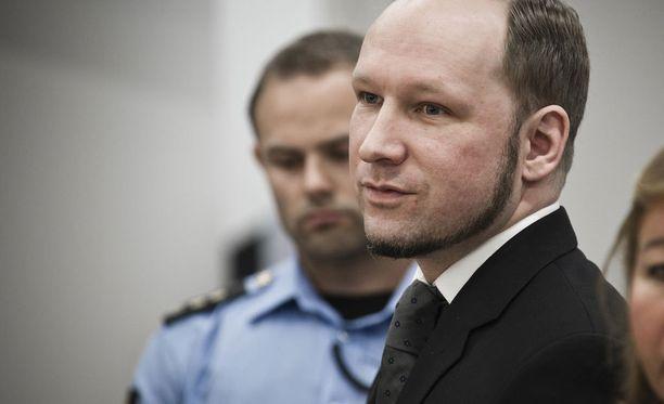 Anders Behring Breivik on parantanut arvosanojaan vankilatuomionsa aikana.