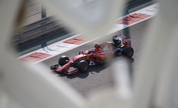 Kimi Räikkönen starttaa Abu Dhabin kisaan kolmannesta lähtöruudusta.