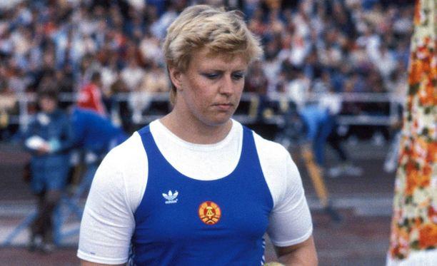 Itäsaksalainen kilpaili yleisurheilu-urallaan vuoteen 1988 saakka.
