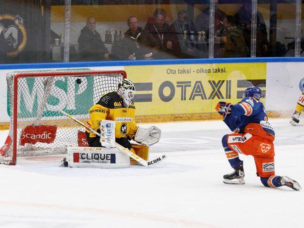Patrik Virta ohitti Patrik Rybarin ja päätti Kärppien ennätyksellisen nollaputken.