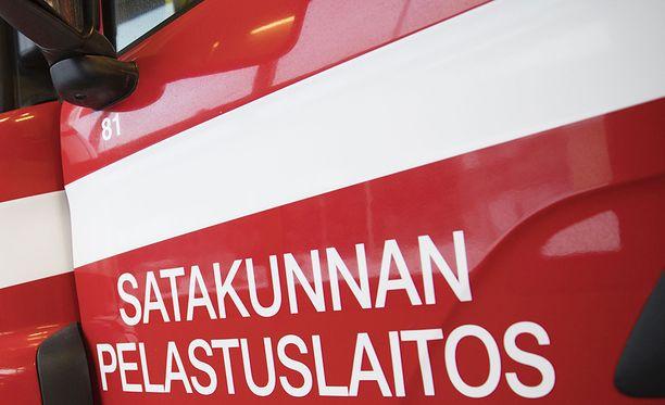 Palomiehet hälytettiin sammuttamaan palamaan syttynyttä paljua kello 18.05.