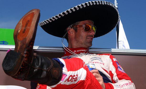 Sebastien Loeb juhli Meksikon rallin voittoa viimeisellä mestaruuskaudellaan 2012.