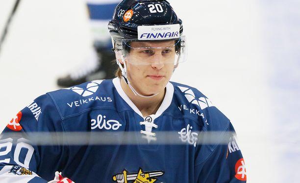 Eeli Tolvanen debytoi Leijonissa marraskuun alun Karjala-turnauksessa ja teki heti kaksi maalia.