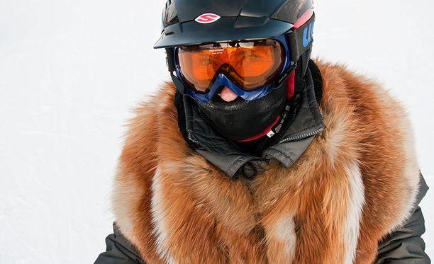 Laskettelija oli pukeutunut viime talvena turkkiin Rukalla, jossa oli 38,7 astetta pakkasta.