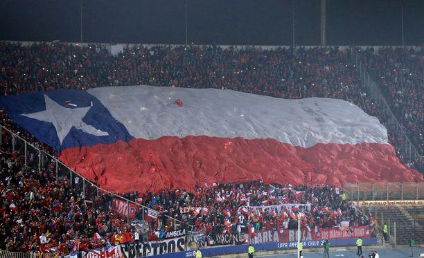 Chilen kannattajat tekivät ennen ottelua näyttävän tifon.
