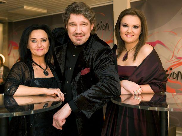 Pentti Hietanen muistetaan Suomen euroviisukarsinnoista. Vuonna 2010 hänen taustakuorossaan lauloivat myös Heini-vaimo ja Iina.