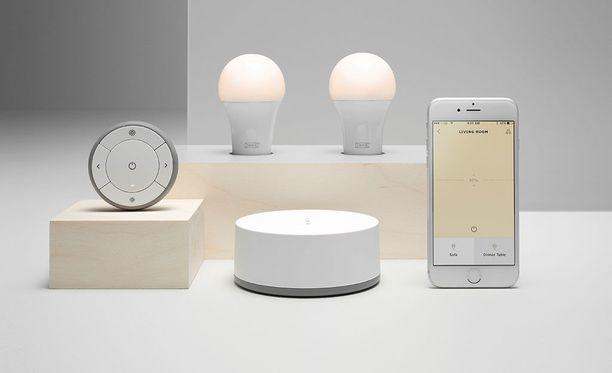 Ikean älyvaloja voi ohjata sekä puhelimella että kaukosäätimellä.