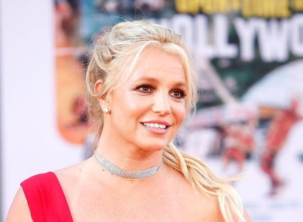 Britney Spearsin fanit uskovat, että laulaja meni naimisiin salaa 10 vuotta sitten.