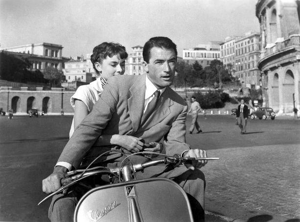 Vespalla oli näkyvä rooli Audrey Hepburnin ja Gregory Peckin tähdittämässä elokuvassa Loma Roomassa.