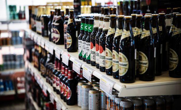 Uusi alkoholilaki sallisi nelosoluiden ja limuviinojen myynnin ruokakaupoissa. Kirkko siirtäisi keskioluenkin myynnin Alkoon.