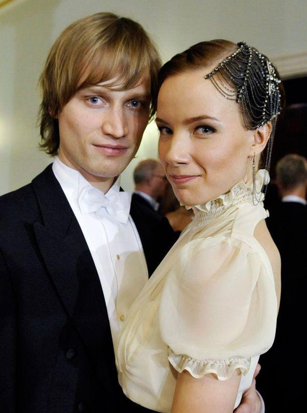 Näyttelijä Henna Tanskanen valitsi Linnaan dramaattisen hiuskorun vuonna 2010.
