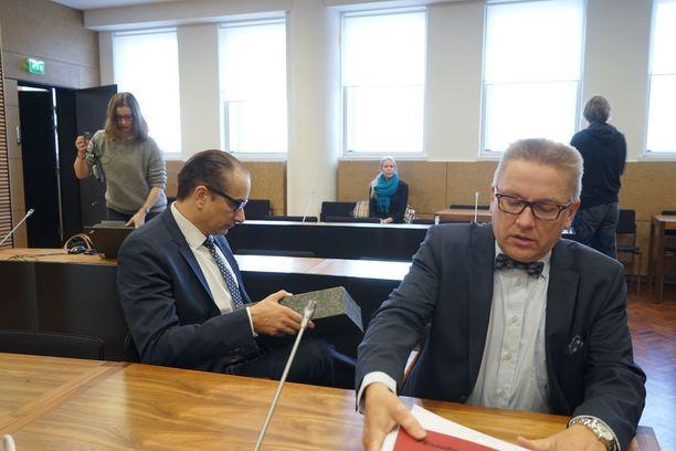 Heikki Lampela vältteli kameroita Helsingin hovioikeudessa viime marraskuussa.
