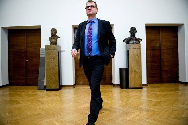 Pääministeri Juha Sipilä toivotti Tallinnan lehdistötilaisuudessa maakaupatkin tervetulleiksi Suomeen.