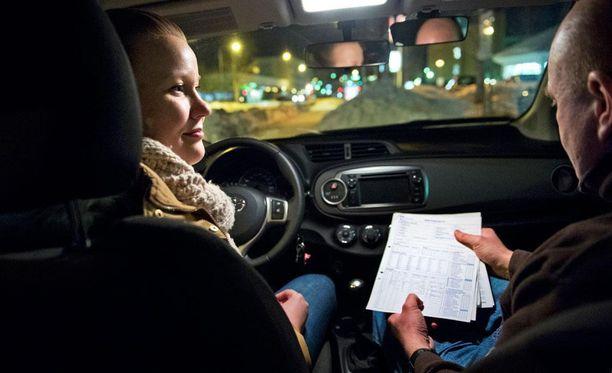 Kokeilu puolittaa ajotuntien määrän. Viime kädessä liikenneopettaja voi kuitenkin arvioida, onko oppilas valmis ajokokeeseen nykyistä aiemmin.