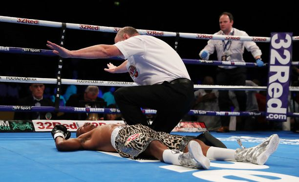 Siboniso Gonya oli kanveesissa vain muutaman sekunnin jälkeen.