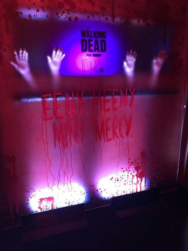 The Walking Dead -teema toistui myös koristeluissa ja tarjoiluissa.