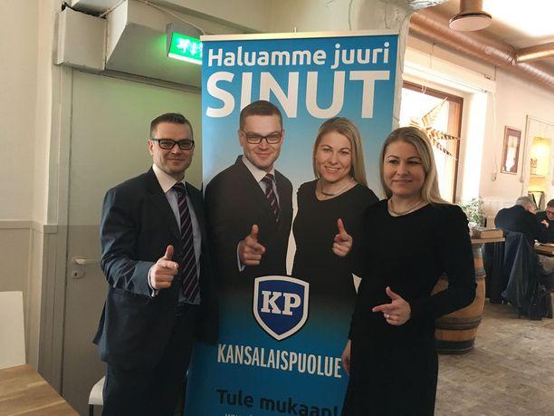 Sami Kilpeläisen ja Piia Katteluksen kipparoimalla kansalaispuolueella on huutava pula rahasta, koska se ei ole eduskuntapuolue. Katteluksen mukaan puolueen tulot ovat perustuneet yksittäisten ihmisten lahjoituksiin.