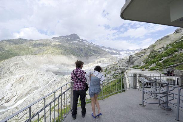 Tältä näkymä jäätikölle hotellin terassilta näytti kesällä 2010.