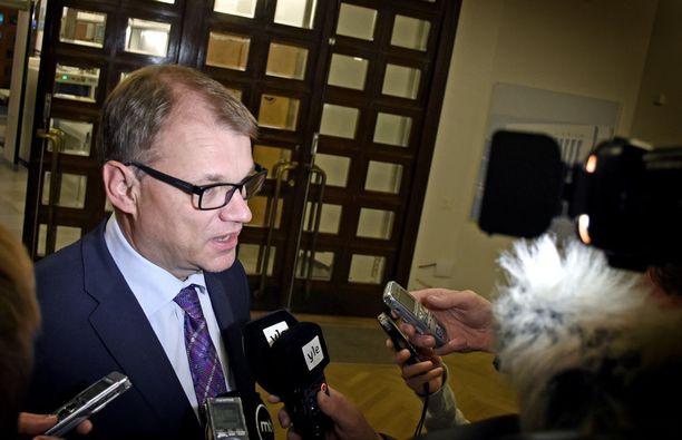 Pääministeri Juha Sipilä tuki Bernerin liikenne-ehdotuksia, mutta taipui sitten valmistelun keskeyttämiseen.