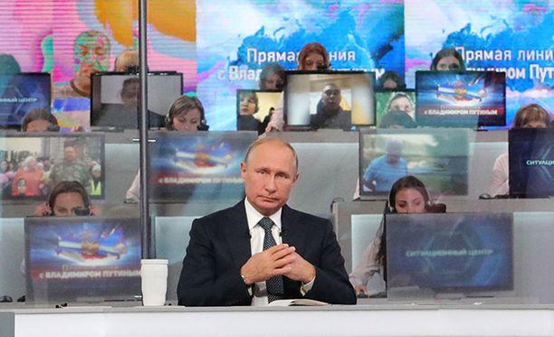 Vladimir Putin jokavuotisessa Suora linja -lähetyksessä torstaina.