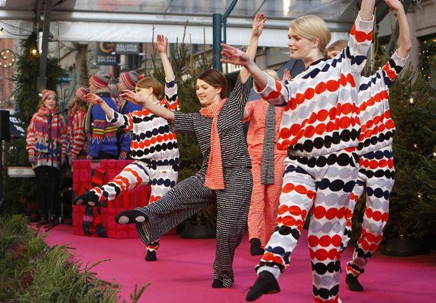Tilaisuudessa esiintyivät Wannabe Ballerinas -tanssiryhmä ja Grex Musicus -kamarikuoro.