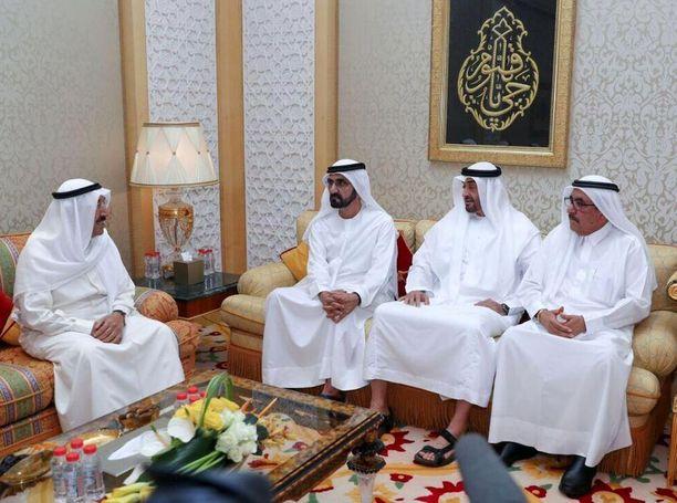 Kuwaitin emiiri Sheikh Sabah Al-Ahmad Al-Jaber Al-Sabah yritti sovitella kriisiä Arabiemiraattien johtajien kanssa.