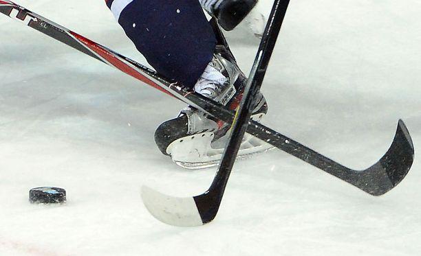 Suomi-sarjan häntäpään joukkueet eivät joudukaan taistelemaan sarjapaikastaan.